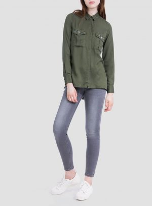 Frente da camisa bolsos com aplicações para mulher da Tiffosi