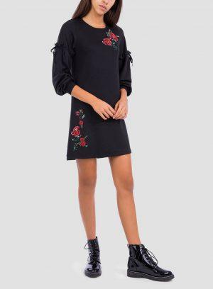 Frente de vestido preto com bordado floral da Tiffosi
