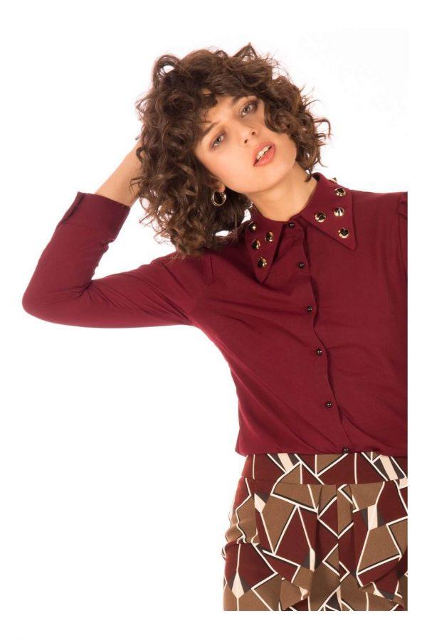 Camisa com bicos na gola para mulher da Minueto