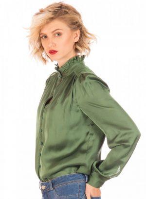 Lateral de camisa verde com franzidos para mulher da Minueto