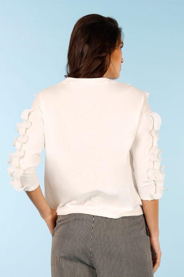 Camisola branca com folhos na frente da Minueto