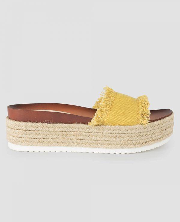 Sandália alta amarela com desfiados da Surkana