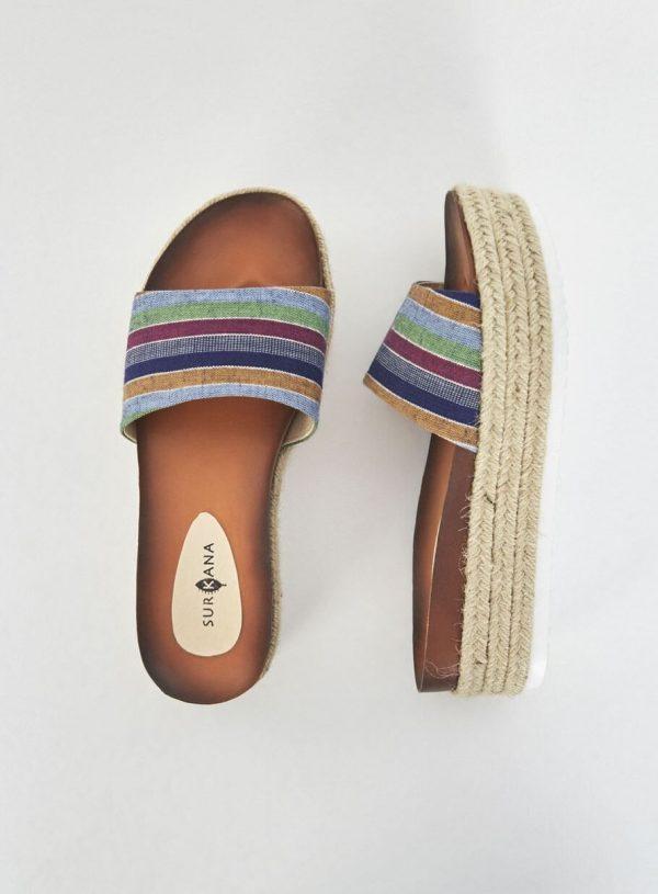 Sandália alta riscada da Surkana