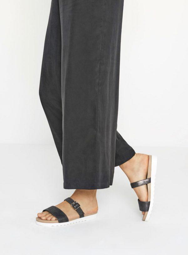 Sandálias meio brilho com fivela da Surkana