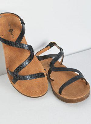 Sandália preta com entrelaçado da Surkana