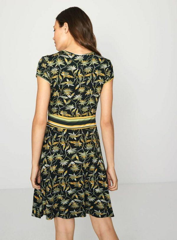 Vestido verde de malha com corte na cintura da Surkana