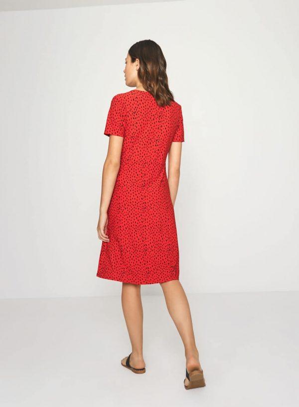 Vestido vermelho com decote em bico da Surkana