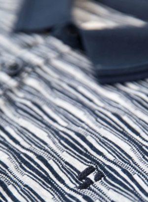 Polo azul com textura para homem da Garcia Jeans