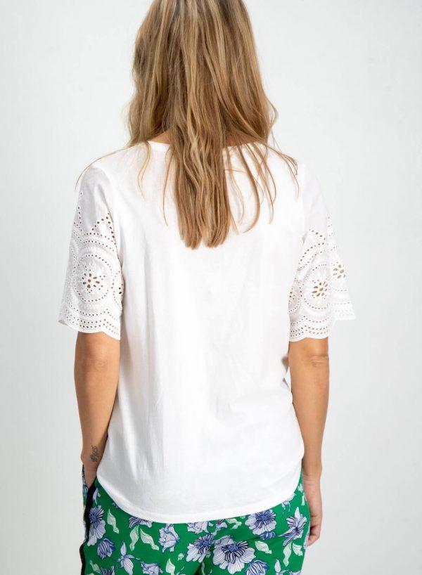 T-shirt branca com renda para mulher da Garcia Jeans