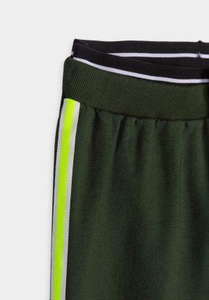 Calças verde c/ fita florescente de lado para menina da Tiffosi